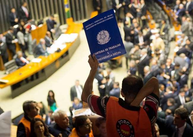Câmara aprova texto-base da MP que muda regras de acesso ao seguro-desemprego