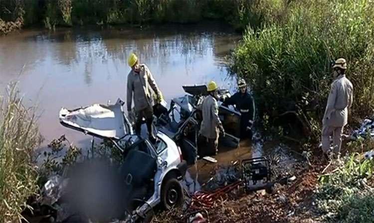 Acidente entre dois carros mata sete pessoas na BR-452, em Rio Verde