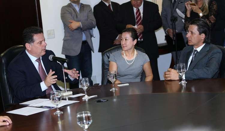 Marconi assina protocolo para instalação de nove indústrias em Goiás