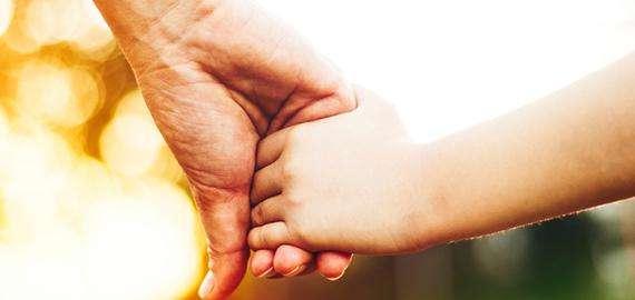 Menino de cinco anos terá o nome da mãe e dos tios na certidão de nascimento