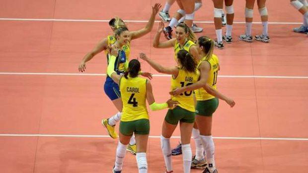 Brasil vence EUA com reservas e avança invicto no vôlei