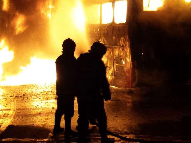 Ônibus pega fogo na BR-364, em Jataí