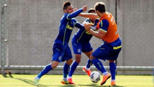 Jogadores do Grêmio trocam socos durante treino