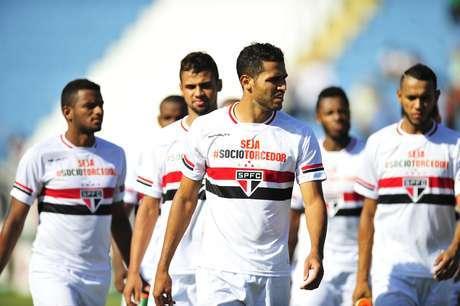 Com time misto, São Paulo joga mal e fica no empate com Rio Claro