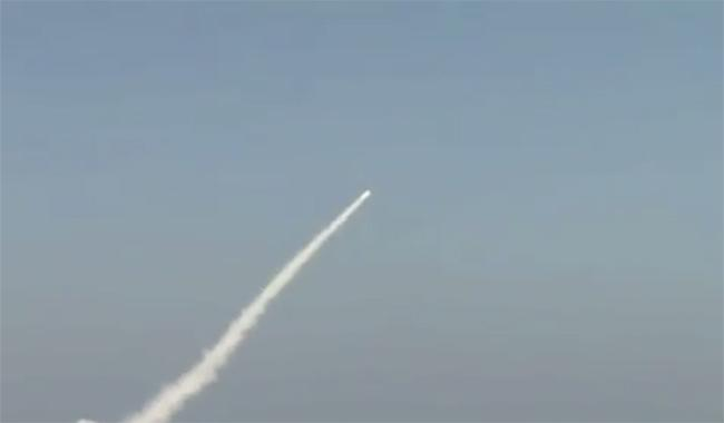 Paquistão diz que testou primeiro míssil lançado por submarino