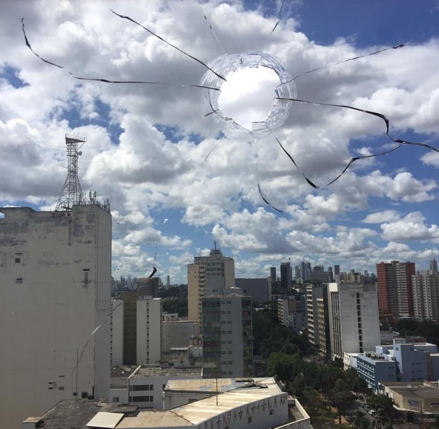 Escritório de advocacia no Centro de Goiânia é atingido por tiros