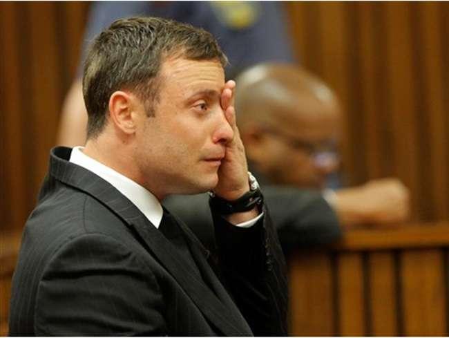 Após matar a namorada, Pistorius escapa de prisão perpétua