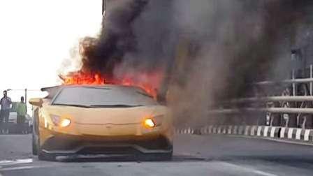 Lamborghini Aventador pega fogo no trânsito de Dubai