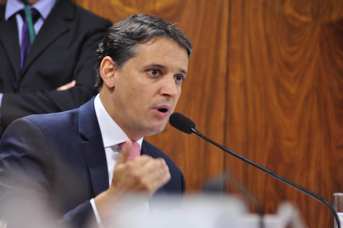 Deputado federal Thiago Peixoto se posiciona contra a limitação da internet fixa