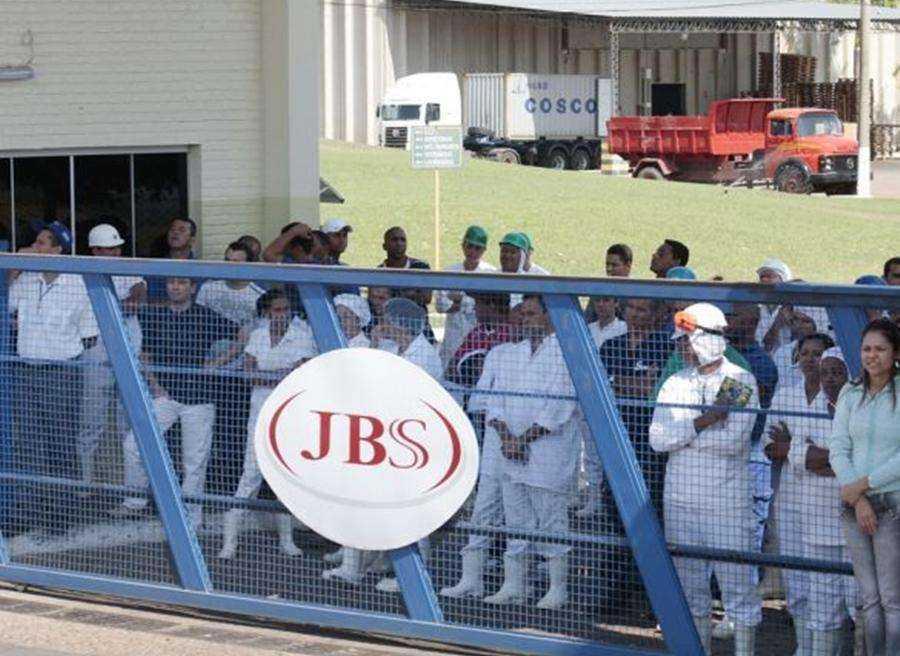 Justiça determina que JBS volte atrás com demissões no interior de São Paulo