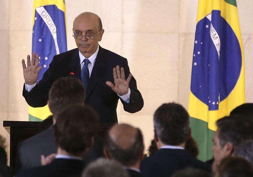Serra faz primeira visita oficial à Argentina