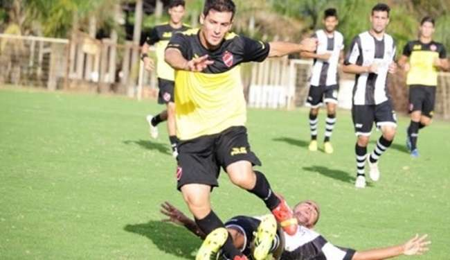 Vila empata jogo-treino com o Goiânia