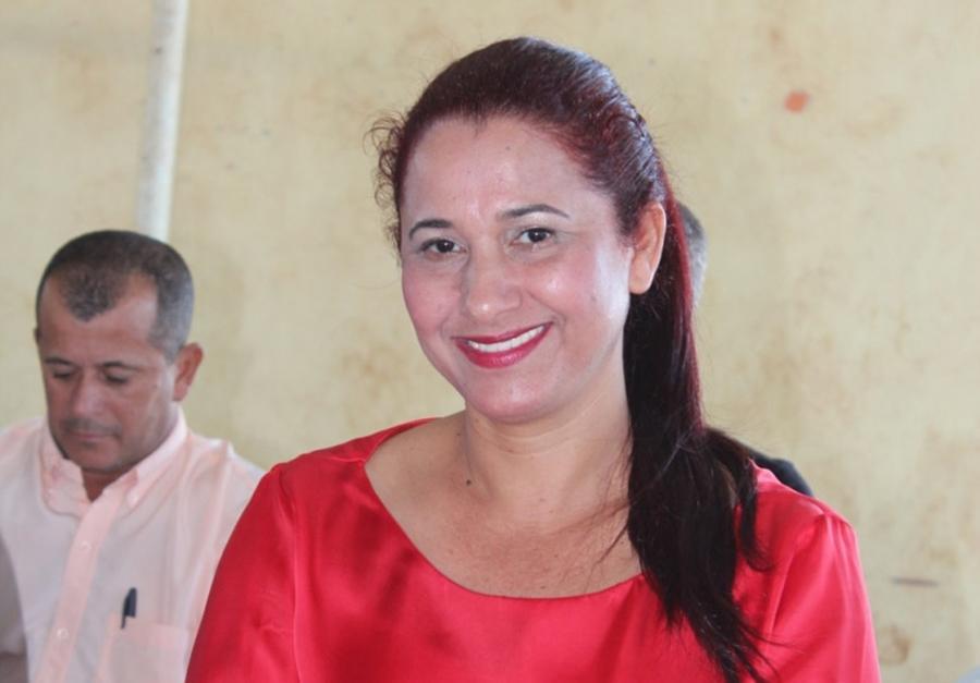 Justiça bloqueia bens de prefeita de Buritinópolis por usar garis no casamento da filha