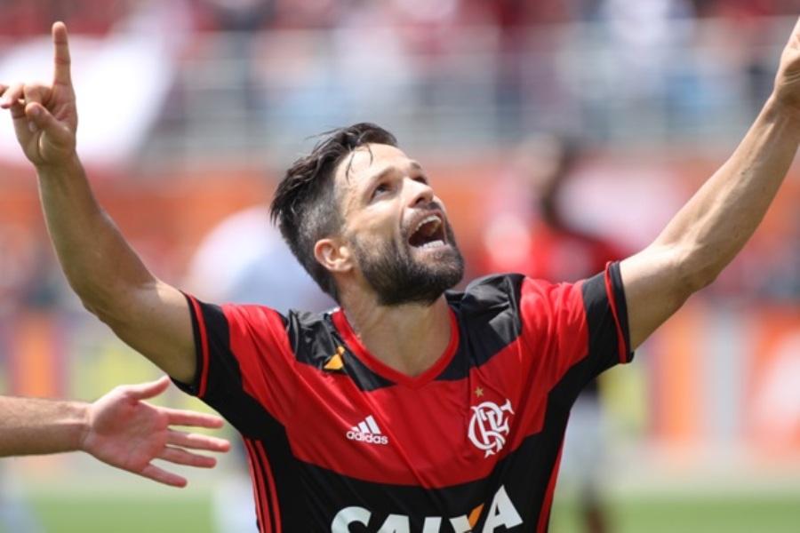 Flamengo bate Figueirense no Pacaembu e mantém perseguição ao Palmeiras