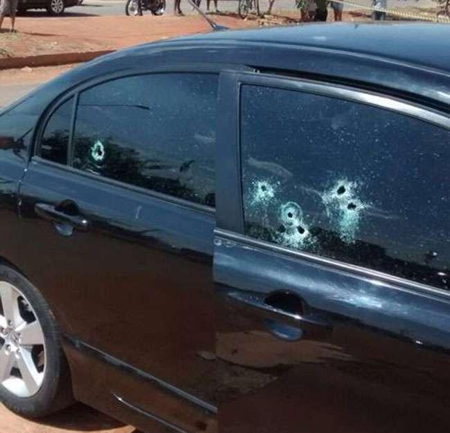 Em Goiânia, homem é morto a tiros quando chegava em casa com a esposa