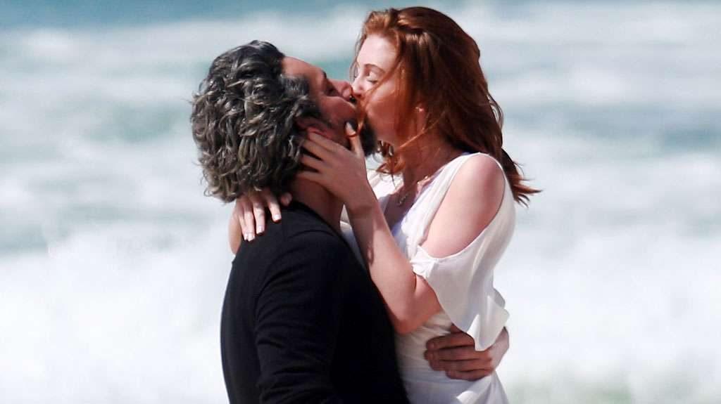 """Alexandre Nero e Marina Ruy Barbosa beijam muito em gravação de """"Império"""""""