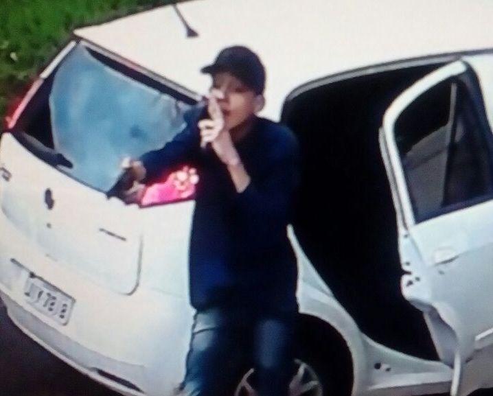 Assaltante morre em troca de tiros com a polícia após roubar carro no Setor Goiânia II