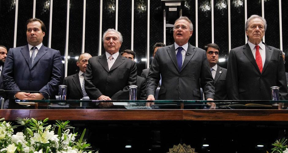 Michel Temer toma posse em cerimônia de 10 minutos no plenário do Senado