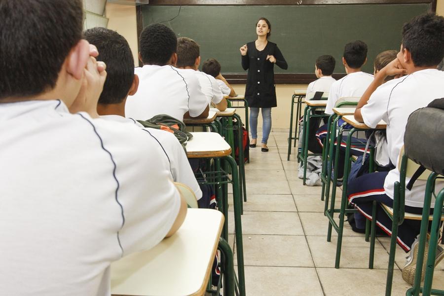 Renda maior pesa no desempenho até dos estudantes das redes públicas
