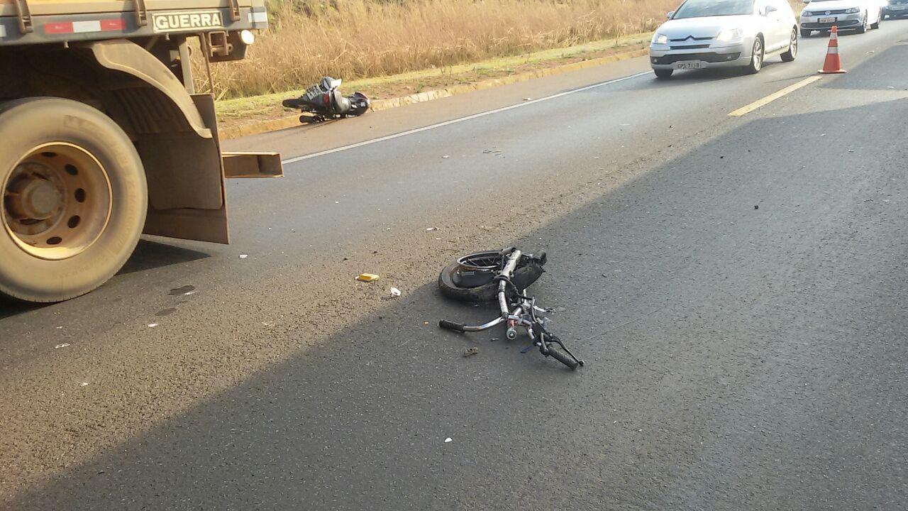 Motociclista morre em colisão frontal com caminhão na BR-050, em Catalão