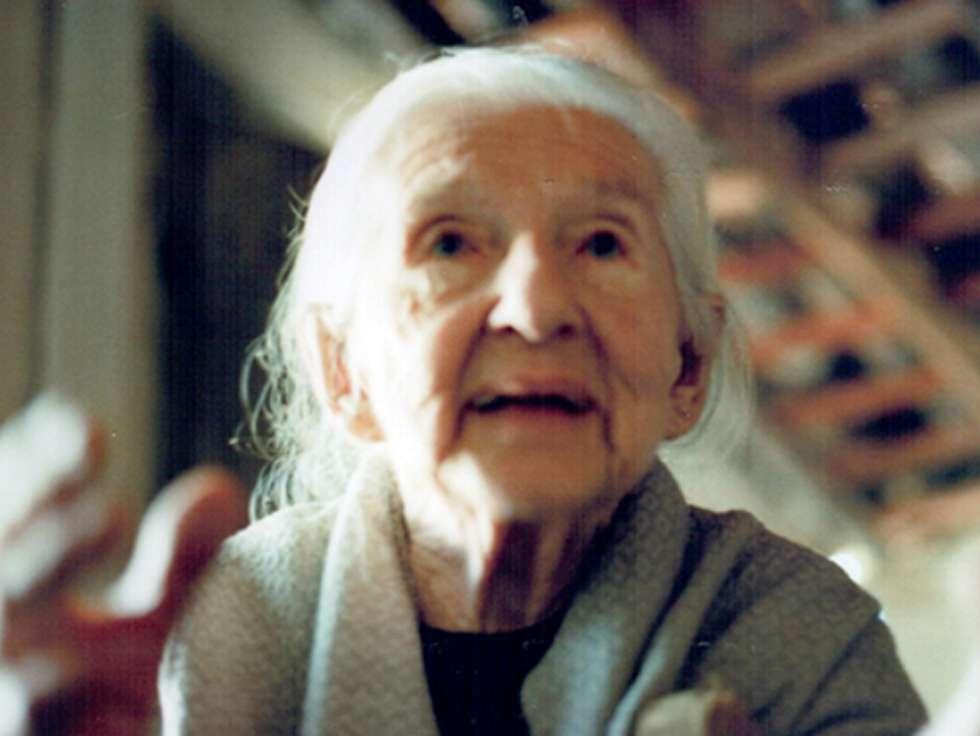 Trinta anos sem Cora: poesia foi marcada por memórias de vida simples e dura