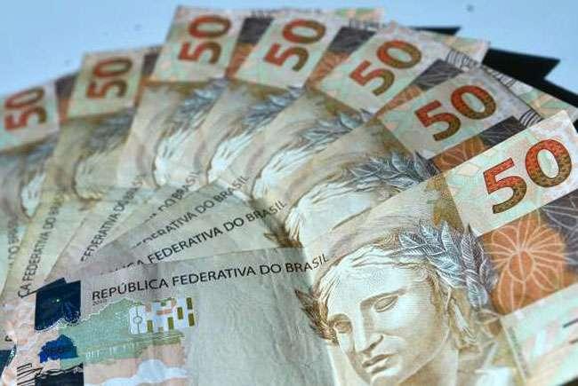 Governo prevê salário mínimo de R$ 788 em 2015, com reajuste de 8,8%