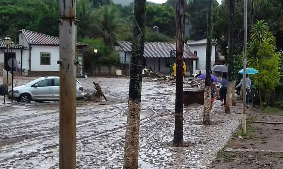 Moradores de Pirenópolis são surpreendidos com inundação