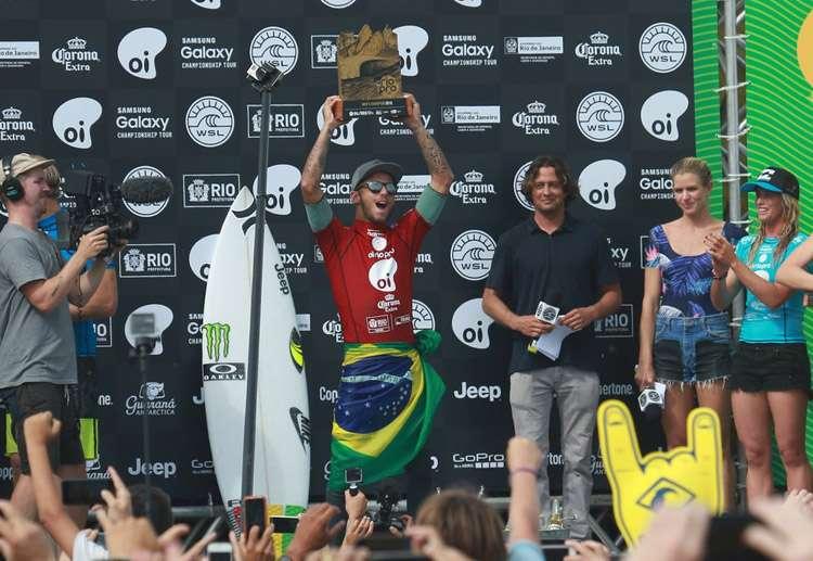 Com atuação nota 10, Filipe Toledo é o campeão da etapa do WCT do Rio