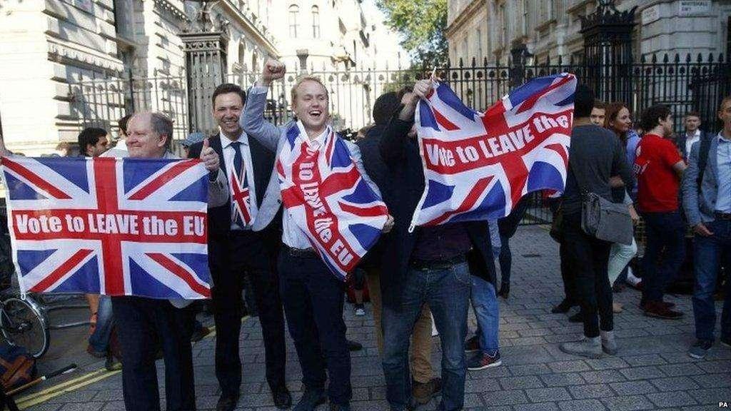 Apuração no Reino Unido termina com 51,9% dos votos para sair da União Europeia