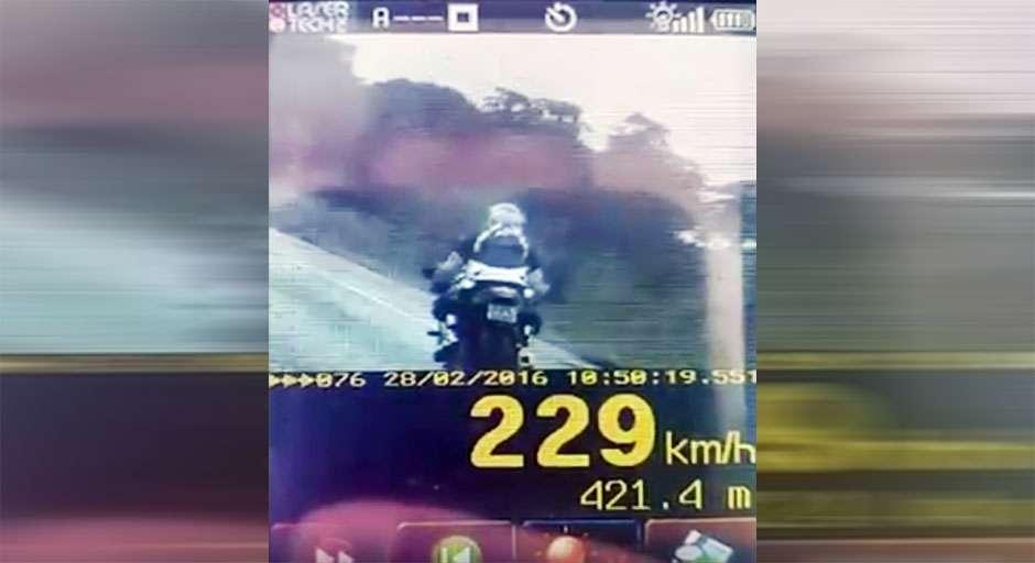 PRF flagra motocicleta na BR-060 com a maior velocidade já registrada em Goiás
