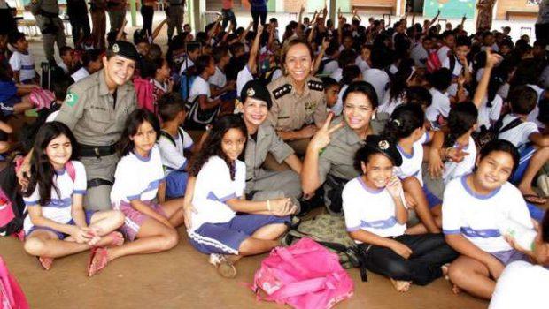 Ação da PM adota 180 alunos de escola pública de Goiânia
