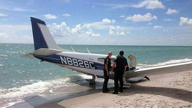 Avião mata banhista em pouso de emergência em praia