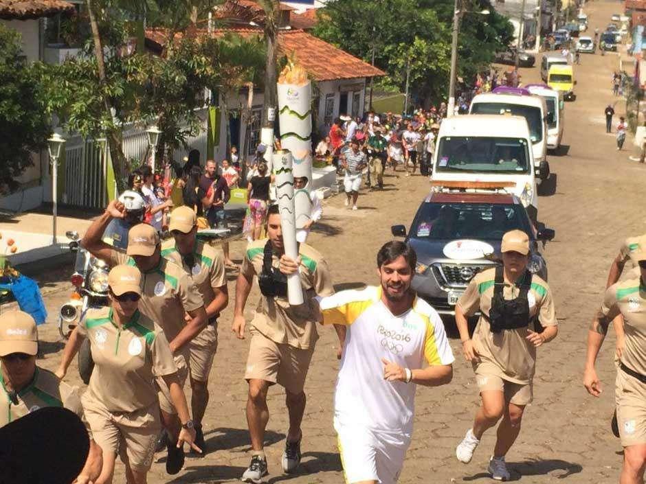 Revezamento da Tocha Olímpica passa pela cidade de Comrumbá de Goiás