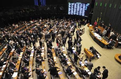 Câmara aprova aposentadoria compulsória aos 75 para ministros do STF