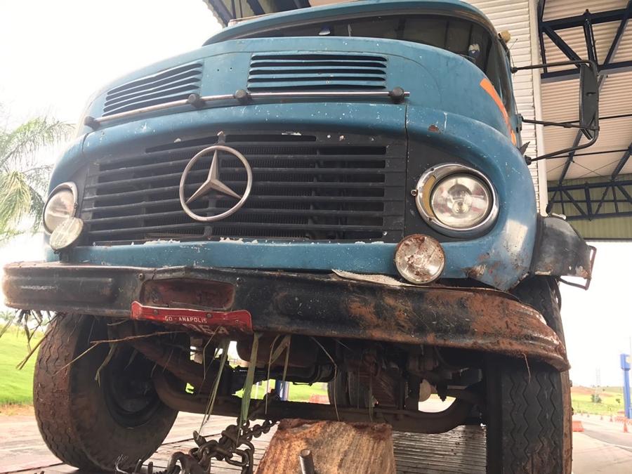 Idoso morre após perder controle da direção de caminhão na BR-153, em Anápolis