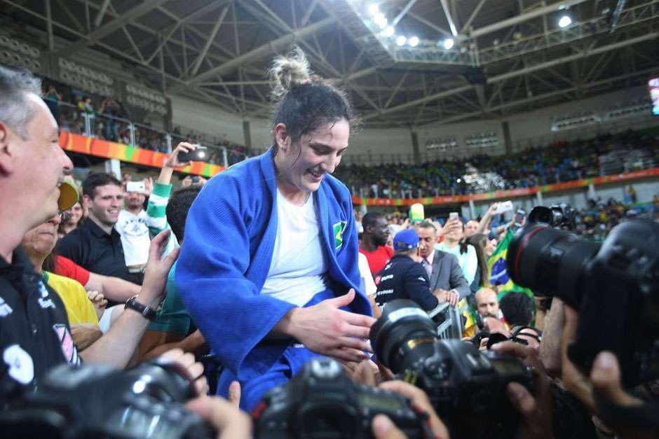 Mayra Aguiar bate cubana, fica com bronze e dá segunda medalha ao judô brasileiro