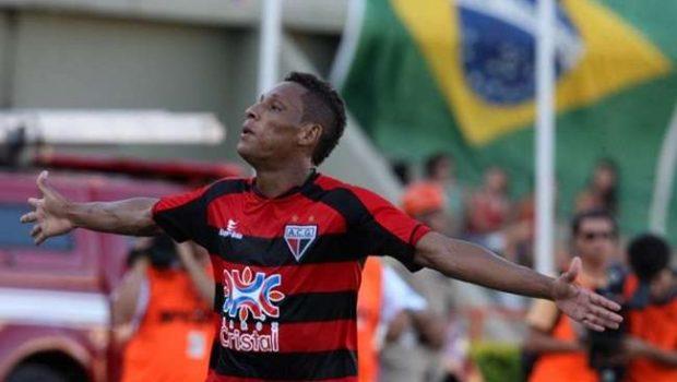 Marcão acerta com o Figueirense e frustra o Vila