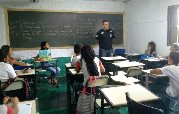 Polícia Civil faz prevenção de drogas em escola de Rio Verde