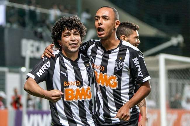 Atlético-MG goleia novamente o Flamengo e volta ao G4
