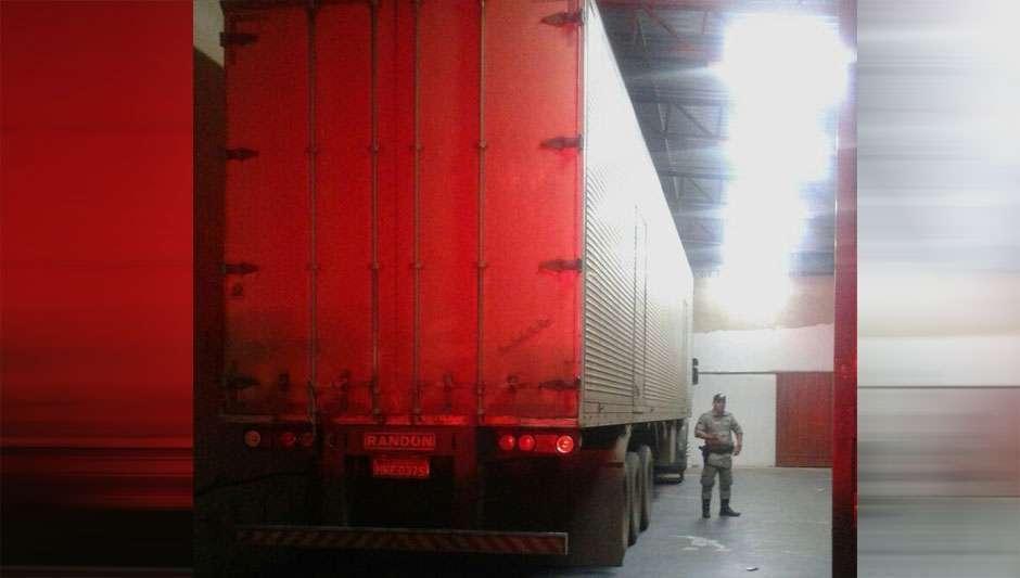Polícia recupera carreta roubada com carga estimada em R$ 500 mil