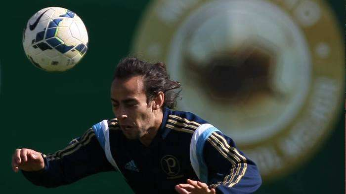 Valdivia retorna ao Brasil, pode jogar na França, mas não volta ao Palmeiras