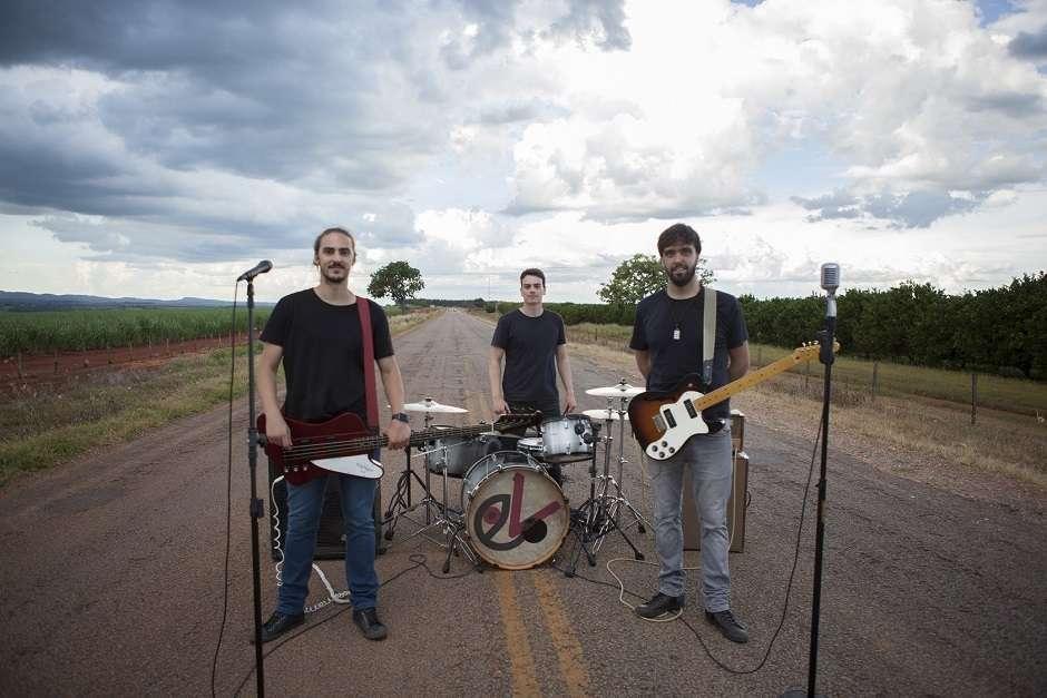 Banda Versário lança disco de estreia e videoclipe