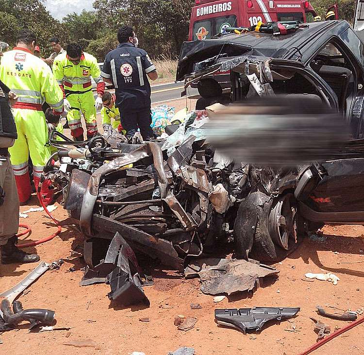 Acidente na BR-050 deixa três pessoas mortas e uma gravemente ferida