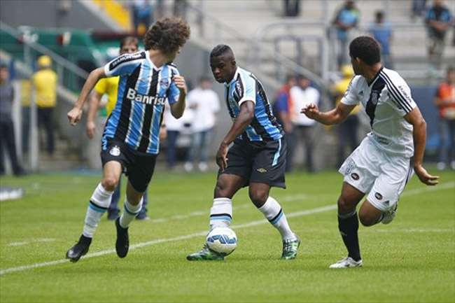 Ponte marca nos acréscimos e arranca empate do Grêmio no RS
