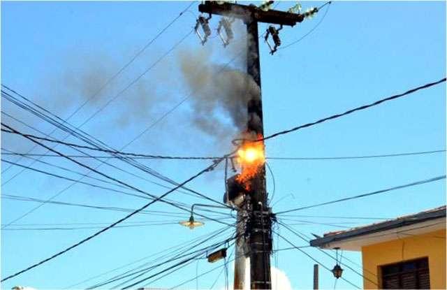 Acidentes com fios da rede elétrica mataram 317 pessoas em 2013