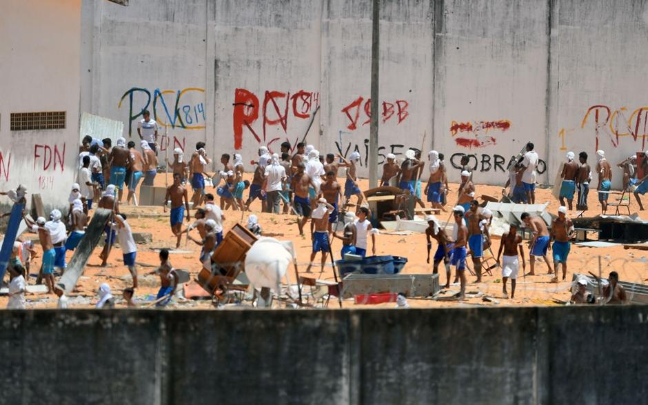 Alcaçuz ainda está sob controle de detentos e muro deve ser construído hoje