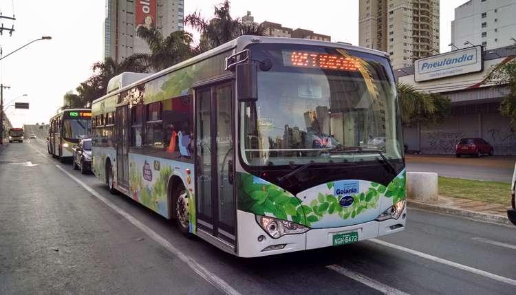 Ônibus movido à energia elétrica é testado em Goiânia