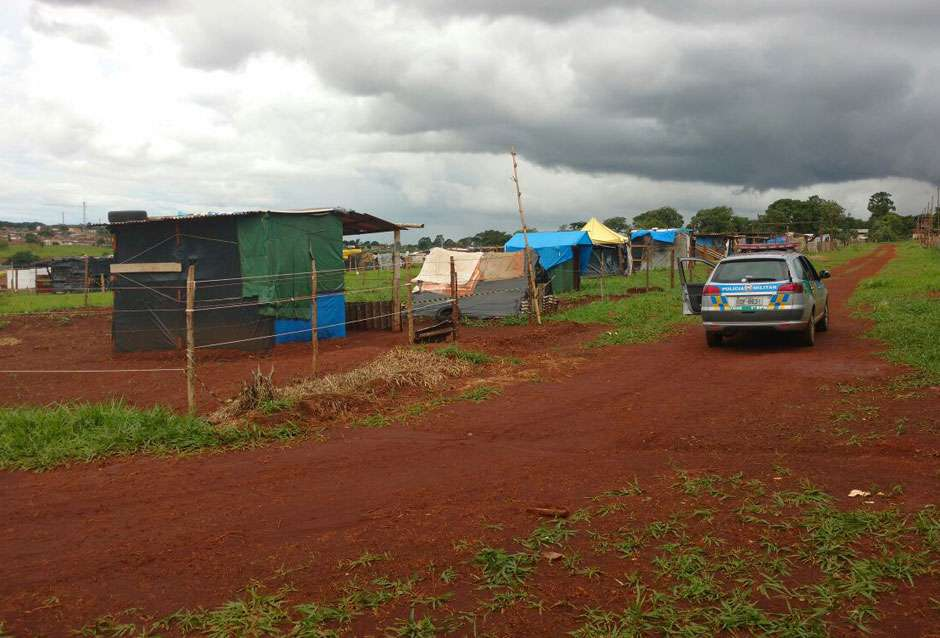PM cumpre mandado de reintegração de posse na Fazenda Santo Antônio, em Goiânia