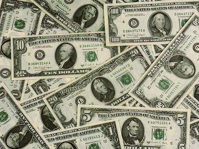 Dólar continua trajetória de alta e abre o dia cotado a R$ 3,16