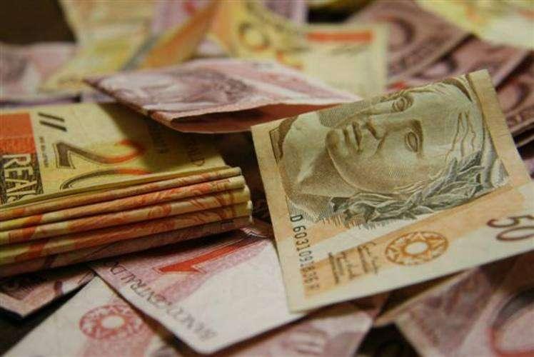 Arrecadação de impostos federais fica em R$ 105 bilhões em abril